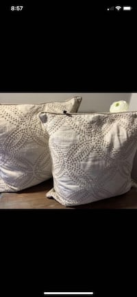 Rodeo Home High End Feather Fill Throw Accent Pillows x 2  Richmond, V7E 6S2