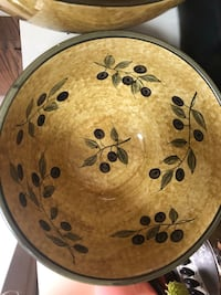 2 Beautiful serving bowls!! READ DESCRIPTION FOR SIZES Laurel, 20708