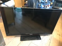 Black flat screen tv with remote Alexandria, 22306