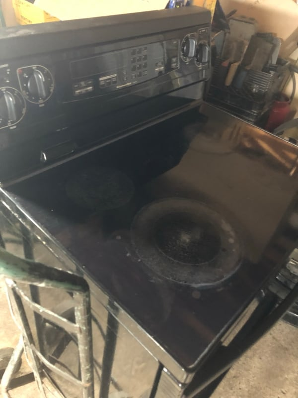 Kitchen aid stove for sale nothing wrong working in good condition.  fb421fe6-c75d-4932-afe1-bed168117ebb