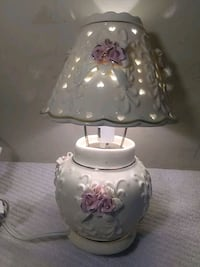 CERAMIC LAMP w PINK ROSES Patchogue, 11772