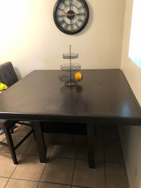 Dining Room Table w Chairs Pasadena