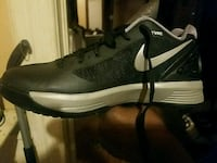 unpaired black and gray Nike low-top sneakers Milwaukee, 53212