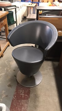 black and gray salon chair