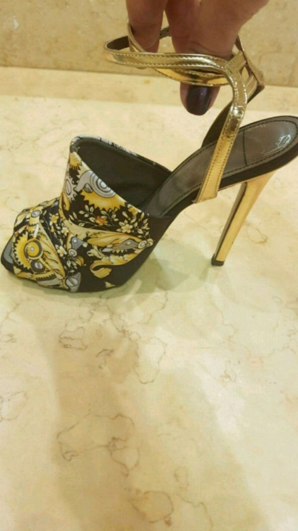 Versace shoes in perfect condition size 38