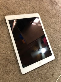Ipad air white model A 1474 16 gb wifi Silver Spring, 20901