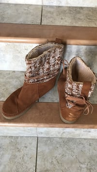 Size 7.5 Toms boots. Worn once