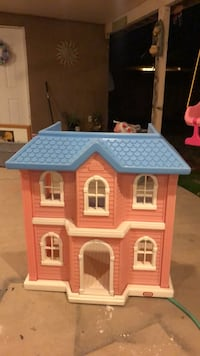white and pink plastic doll house El Centro, 92243