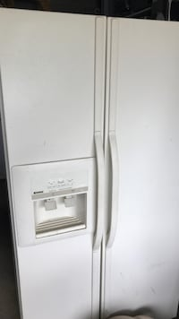 White side-by-side refrigerator with dispenser Vaughan, L6A 1J8