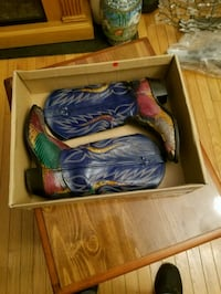 blue-and-green Nike basketball shoes with box Clifton, 20124