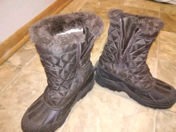 Womens snow boots size 8