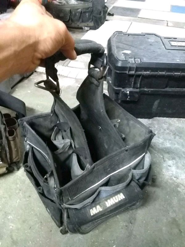 black and gray golf bag