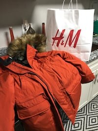 H & M coat with the fur Suitland, 20746