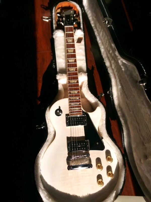 used gibson les paul model electric guitar for sale in seattle letgo. Black Bedroom Furniture Sets. Home Design Ideas