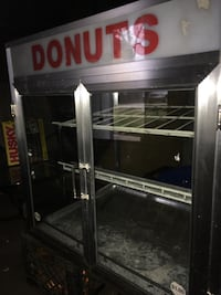 Heavy Duty Stainless Steel And Glass Donut And Pastry Display Case Detroit, 48213