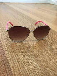 Aviator style sunglasses Burnaby, V5C 2N6