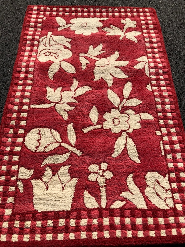 Used Small Area carpet -Pottery Barn 3