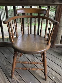 Round Bottom Saloon Chair Woodbridge, 22193