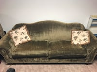 Green couch Youngstown, 44511