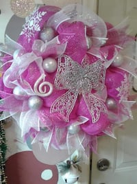 Shimmery hot pink Christmas wreath 92 mi