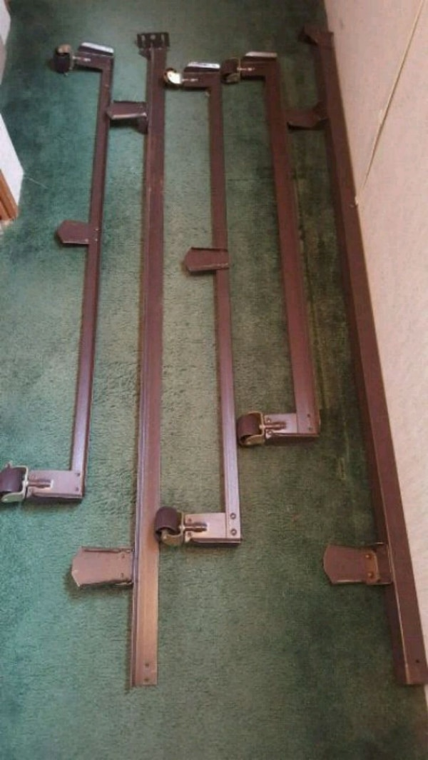 Queen size bed frame w/rollers 102a4483-dadd-4a51-9949-6d5e21d665b6