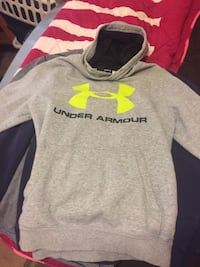 Men's under armor shirt (small) 384 mi