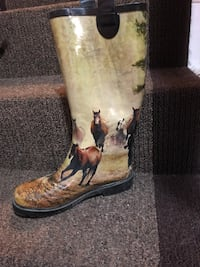 Rubber boots with horses  Edmonton, T5Y