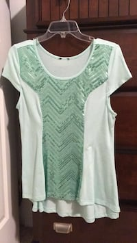 green and white scoop-neck cap-sleeved shirt Pasco, 99301