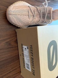 Yeezy 350 synth non-reflective 6.5 woman 多伦多, M2N 6P5