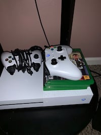 white Xbox One console with controller Washington, 20024