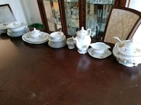 dishes set / ensemble d'assiettes  Laval, H7K 3C1