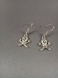 Skull earrings Nashua, 03060