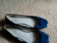 pair of blue leather flats St. Catharines, L2M 4G1