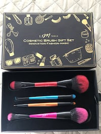 COSMETIC BRUSH GIFT SET    BRAND NEW  Victorville, 92392