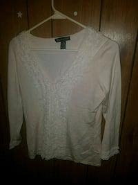 white scoop-neck long-sleeved shirt Golden Valley, 86413