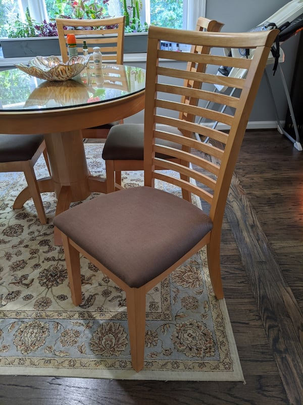 Breakfast table and four chairs  f74d0e32-0ee1-4a3c-9411-43b649f64a1f