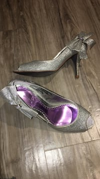 Silver heels size 5 barely used London, N5W 1E8
