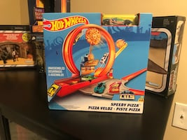 Hot wheels pizza ring Playset only 15.00 new!!