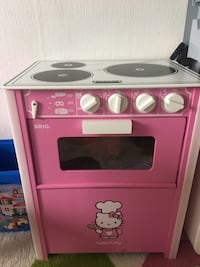 Hello kitty dukka for jente. Alt sammen for 500kr. Må hentes på sofiemyr.  6250 km