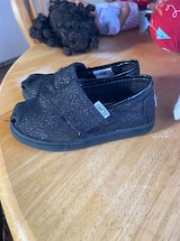 Toms shoes size 6toddler