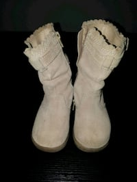Size 7 toddler suade boots from Gap  Calgary, T3J 4P6