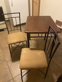 31 x 23 table with chairs included Cudahy, 53110
