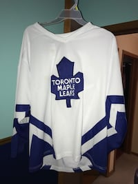 Size large Adult Leafs jersey  Guelph, N1E 1C8