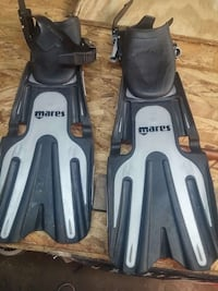 grey and black mares flippers Chesapeake, 23325