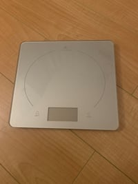 Small led kitchen scale