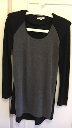 Gray and black scoop neck long sleeve shirt