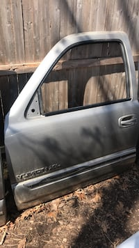 2000-06 chevy gmc front driver door Miller Place