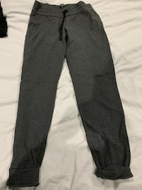 Women's Set of 2 Talula pants and 1 top barely worn  Burnaby, V5E 2H7