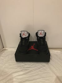 Black-and-white nike basketball shoes with box Nesconset, 11767