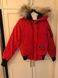 Red Canada Goose Chiliwack Parka, Womens Small Toronto, M5G